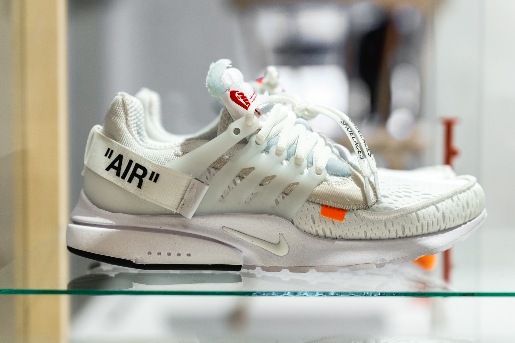 ff31e586a4f6 Detailed look    Off-White x Nike Air Presto