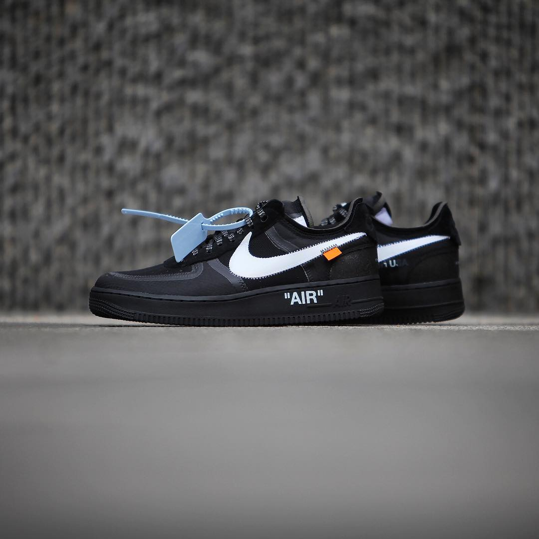 online store df8c0 40471 Comparing the Black and Volt OFF-WHITE x Nike Air Force 1 ...