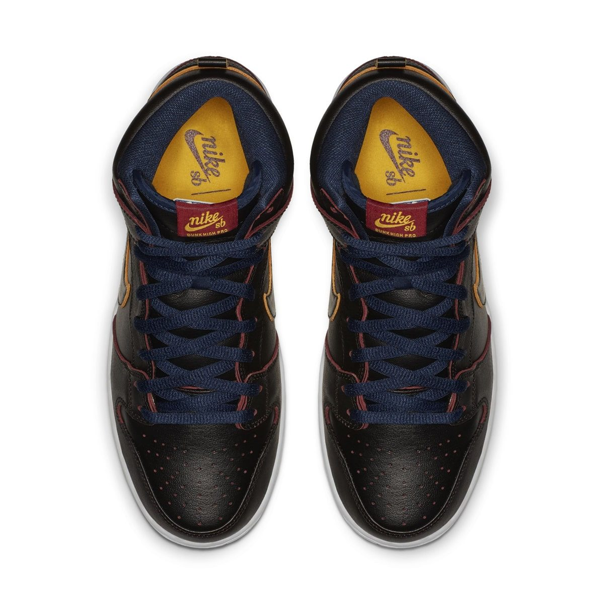 """Official Looks at the """"Cleveland Cavaliers"""" NBA x Nike SB"""