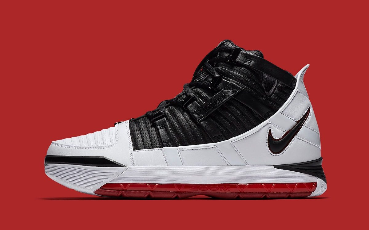 """Official Looks at April's Retro of the OG LeBron 3 """"Home"""""""