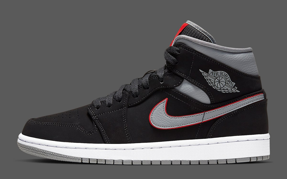 sports shoes 361c4 49739 The Air Jordan 1 Mid Arrives in Iconic