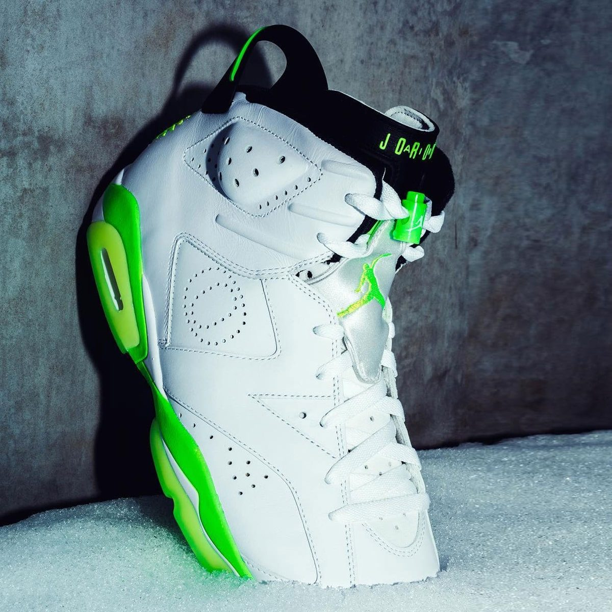 The Oregon Ducks Unveil an Icy Women's Jordan 6 PE