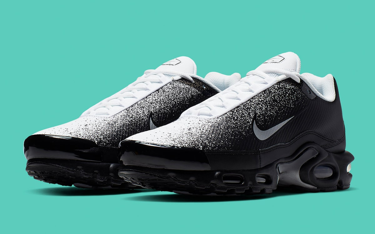 magasin en ligne 03a8b ee0db Available Now // Monochrome Spray-Painted Air Max Plus ...