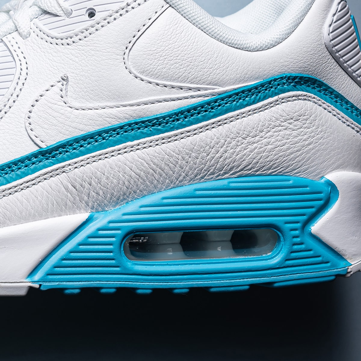 Nike Air Max 90 x UNDEFEATED First Colorway Revealed