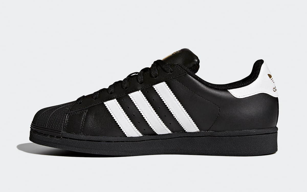 carrera Cañón Modernización  Available Now // adidas Superstar Foundation Returns in Black, White and  Metallic Gold - HOUSE OF HEAT | Sneaker News, Release Dates and Features