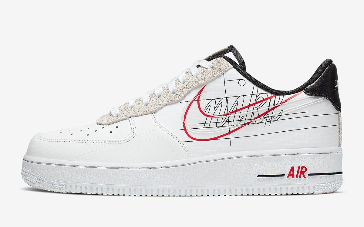 Official Looks at the Air Force 1 Low