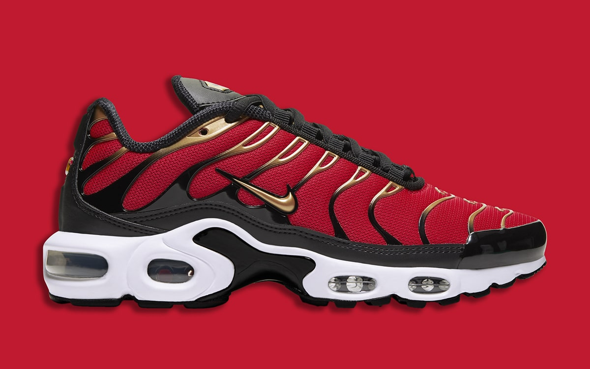air max plus black and red