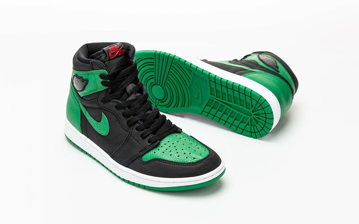 "First Looks // Air Jordan 1 ""Pine Green"""