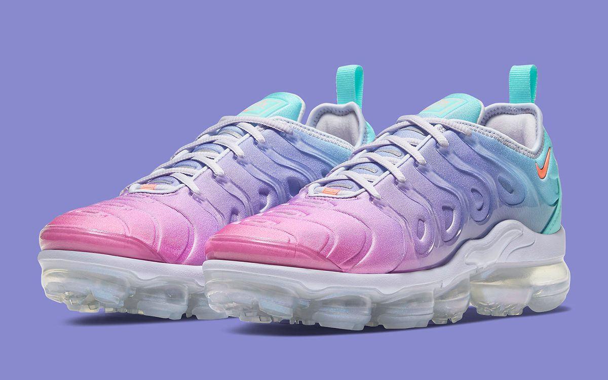 vapormax plus pink and white