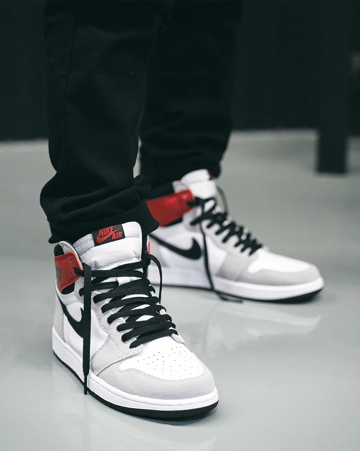 Where To Buy The Air Jordan 1 High Light Smoke Grey House Of Heat Sneaker News Release Dates And Features
