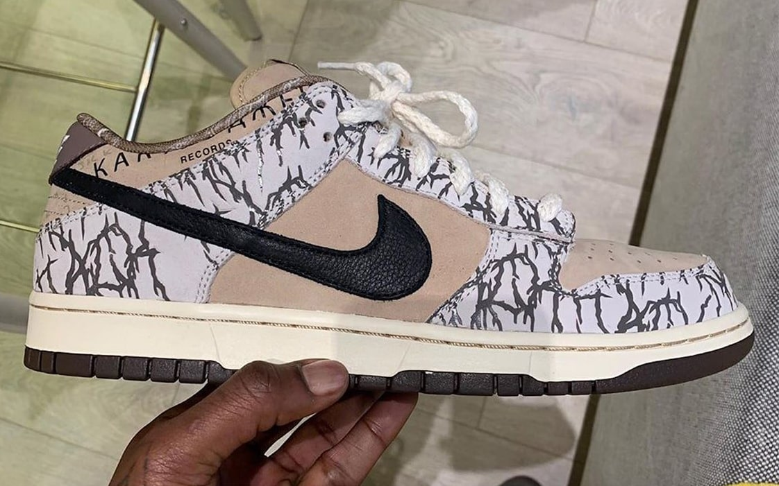 conocido gráfico Torbellino  Travis Scott Flexes Supreme-Like Sample From His Nike SB Dunk Low  Collaboration - Evesham-nj   Sneaker News, Release Dates and Features
