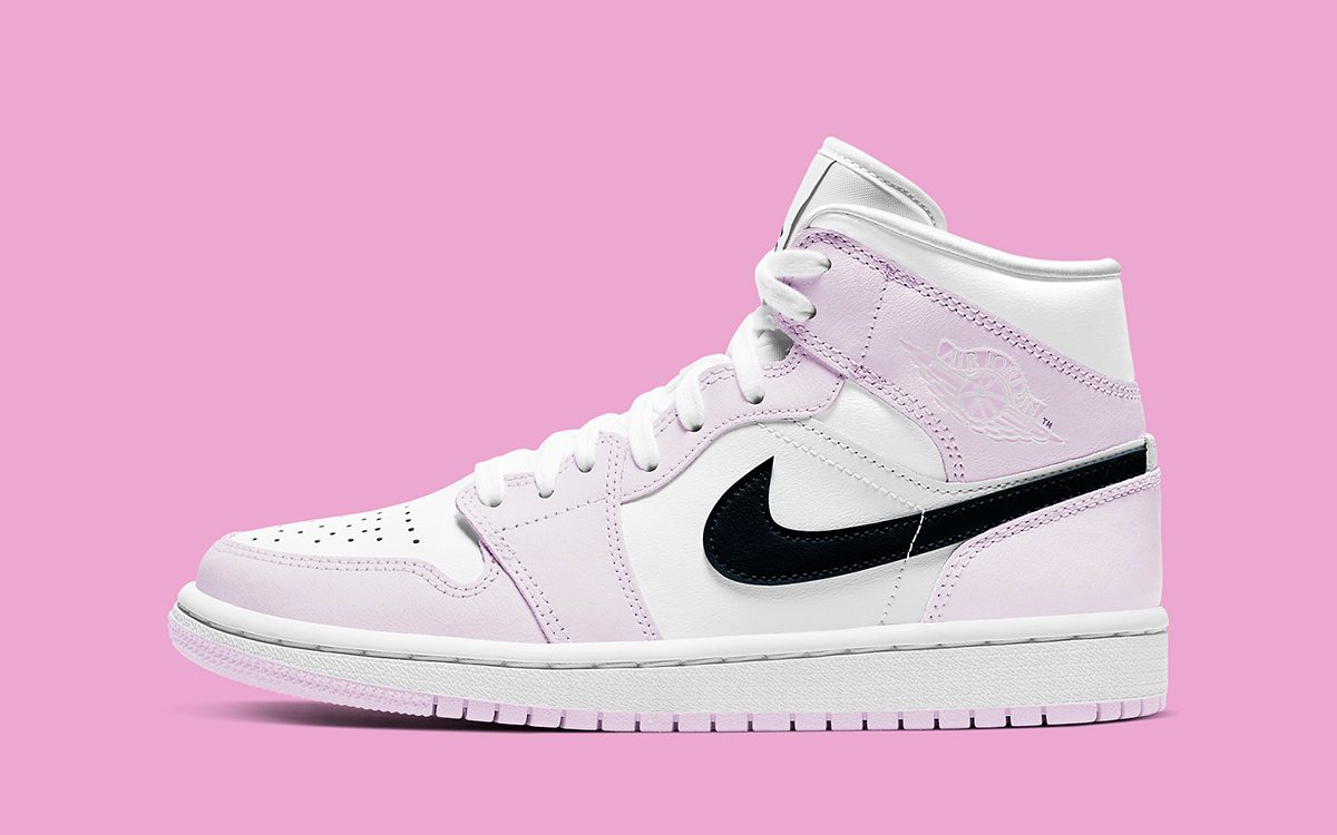 semáforo popular los  The Next Air Jordan 1 Mid Pairs Pink and White with Black - HOUSE OF HEAT |  Sneaker News, Release Dates and Features