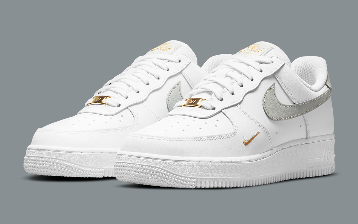 A Second Gold Accented Air Force 1 Appears!